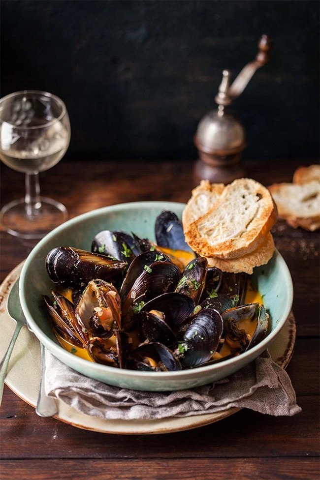 red curry mussels drizzle and dip